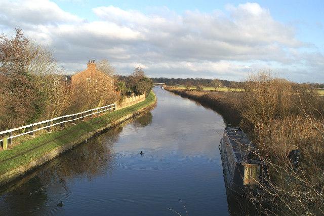 The Leeds & Liverpool, north from Weavers Bridge