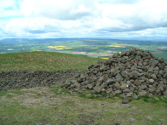 Cairn of summit of West Lomond
