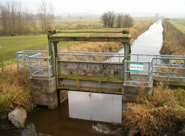 Nythe Sluice on the Eighteen Feet Rhyne
