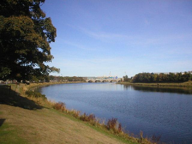 River Dee looking towards Victoria Bridge