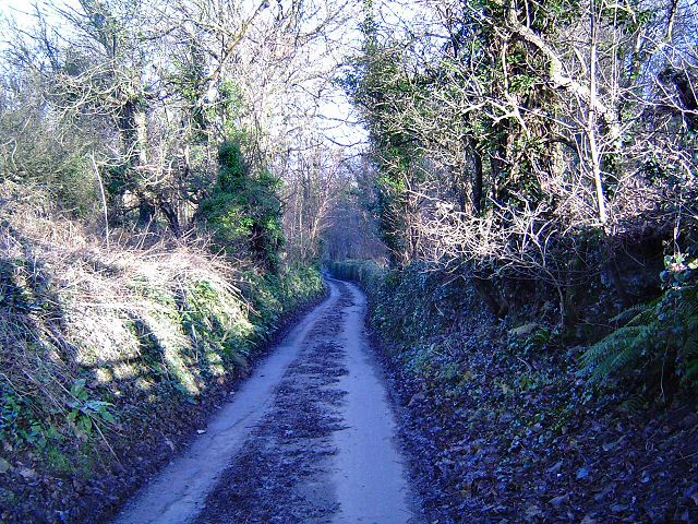 Lane leading to Pont Alun