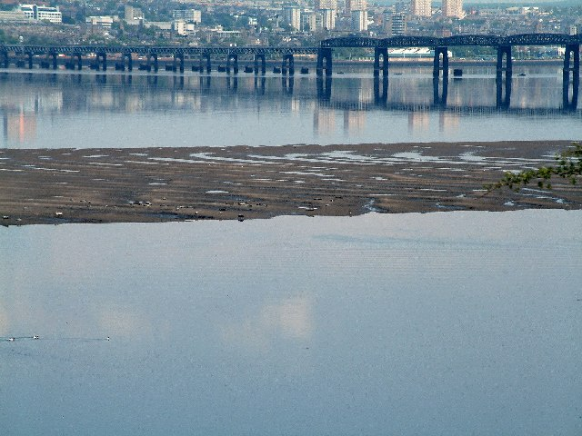 Mud bank beside Tay railway bridge