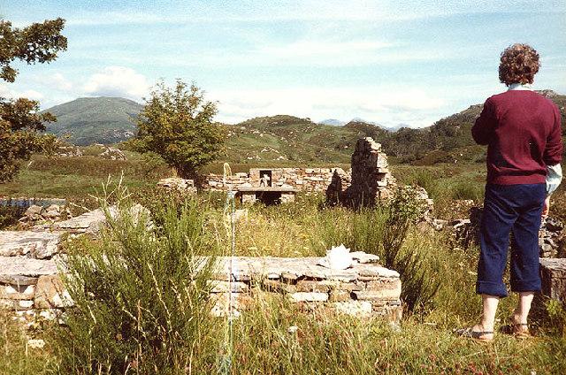 St. Finnan's chapel, ruins