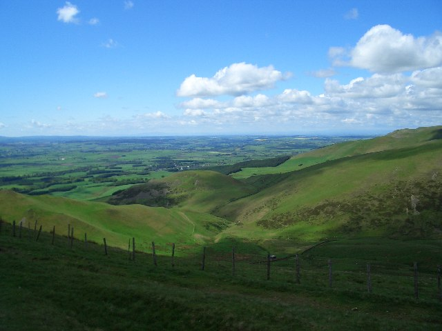 The Farm track between Muska Hill and Fellside