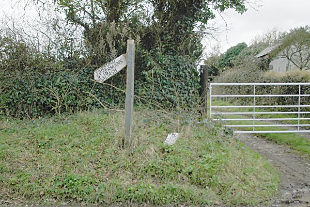 Broken sign, Tideford Cross