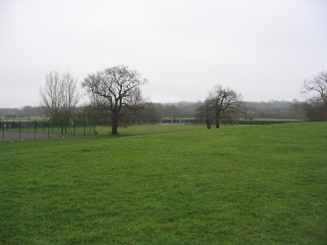 Playing fields with oaks by River Roding