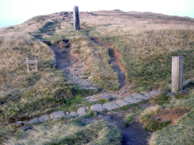 Junction of Pennine Way and Long Causeway