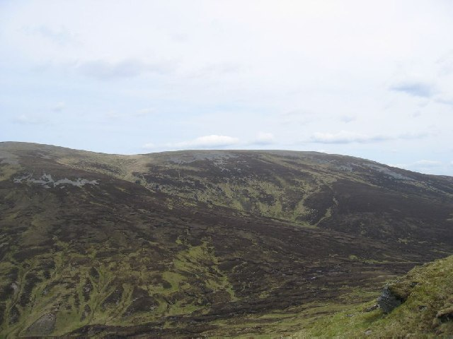 Belach between Sgarsoch and Carn Ealar