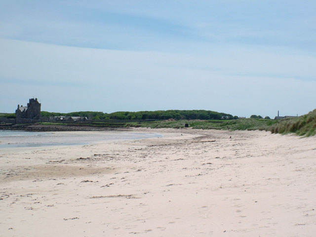 View along Ackergill Links beach to Ackergill Tower