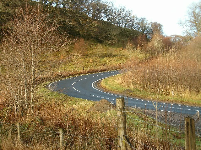 Bend in the road, A816 near Hill Park