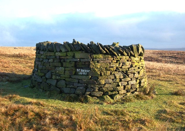 Stone shelter on Crook Hill