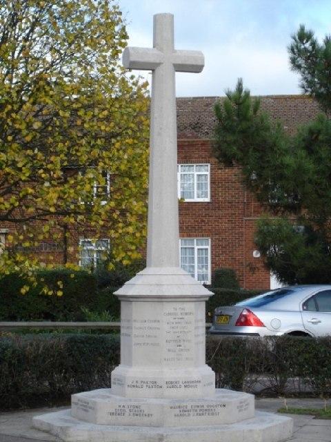 Hatfield Hyde War Memorial, Hollybush Lane