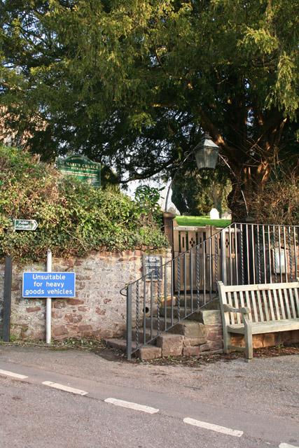 Bickleigh: churchyard entrance