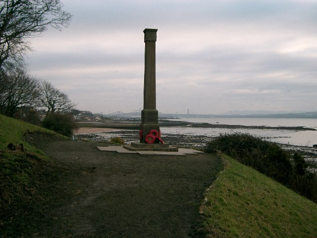 Charlestown and Limekilns War Memorial.