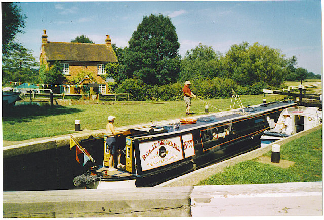 Paper Court Lock, Wey Navigation