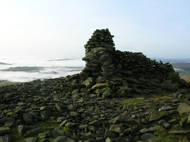 Cairn and shelter on Whinfell Beacon.