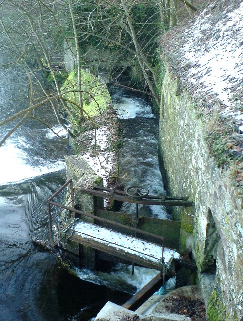 Sluice gate at Colquhalzie