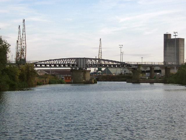 High & Low Level bridges, Sharpness Docks