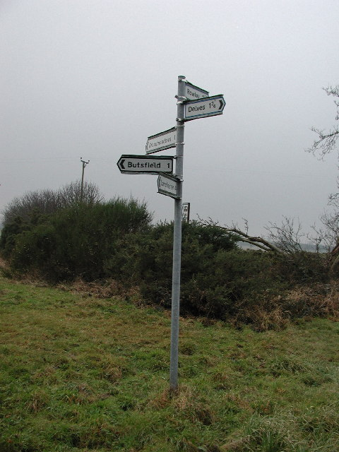 Signpost at meeting of country roads