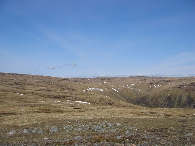 Looking north over the head of Cama' Choire