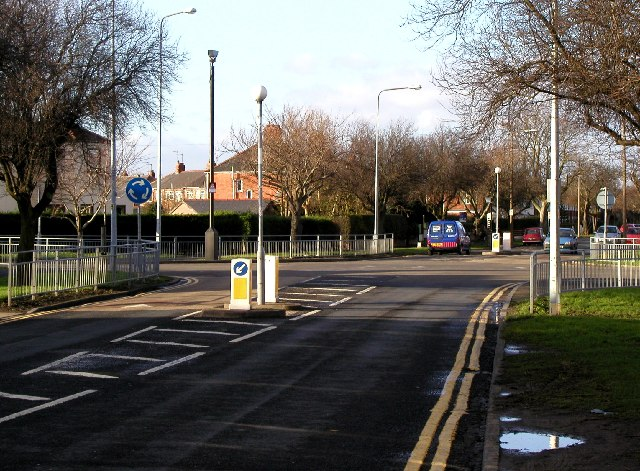 Wold Road mini roundabout
