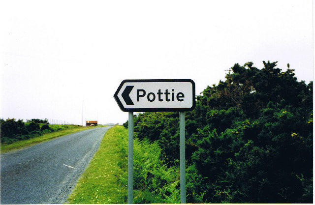 Road sign to the settlement of Pottie