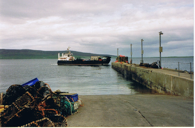 Ferry approaching Tingwall Pier