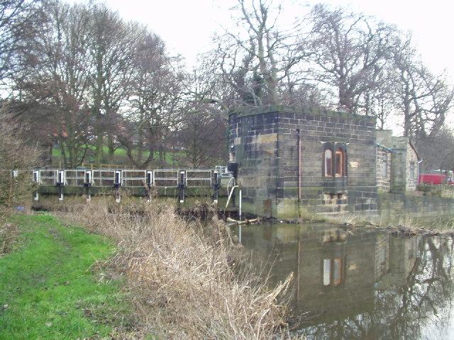Sluice gate, River Aire, Kirkstall Abbey, Leeds