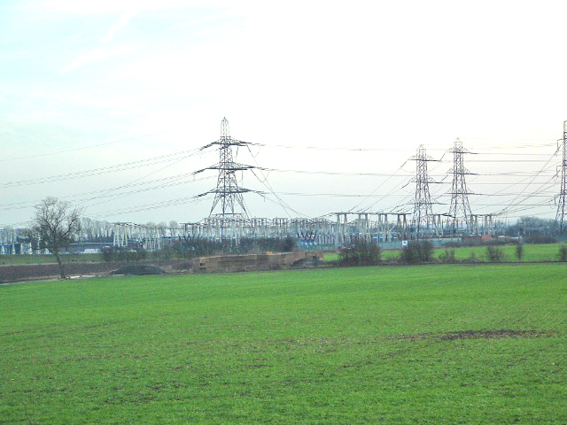 Fryston, National Grid 400 Kv (400,000 volts) Substation:: OS grid ...