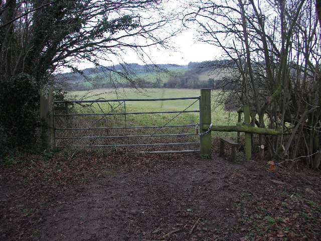 Entrance to isolated Chilterns field