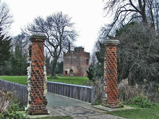 Entrance to Rye House with Gatehouse in background