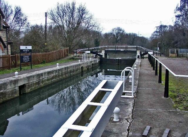 Fielde's Weir Lock on the River Lea
