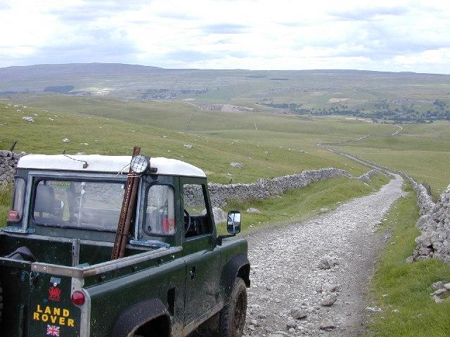 Descent to Kilnsey on Mastiles Lane
