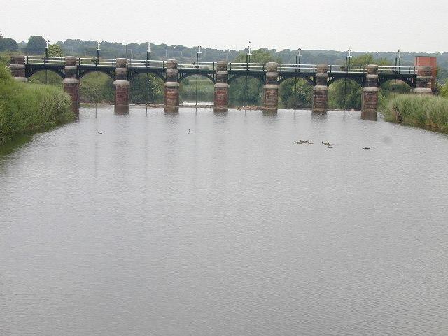 Sluice on River Weaver near Dutton Lock
