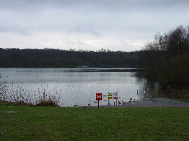 The lake at Brereton Heath Country Park in winter