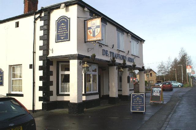 De pub by the station