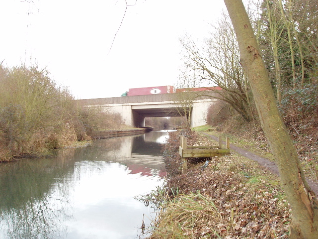 M25 bridge over the Slough Branch of the Grand Union Canal
