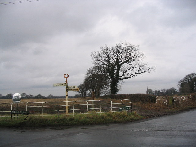 Crossroads and field boundary near Over Peover