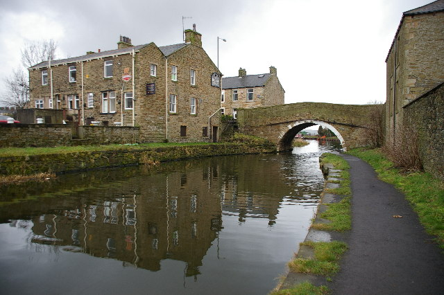 Leeds & Liverpool Canal at Hapton