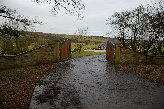 Entrance to Hunters Oak Barn