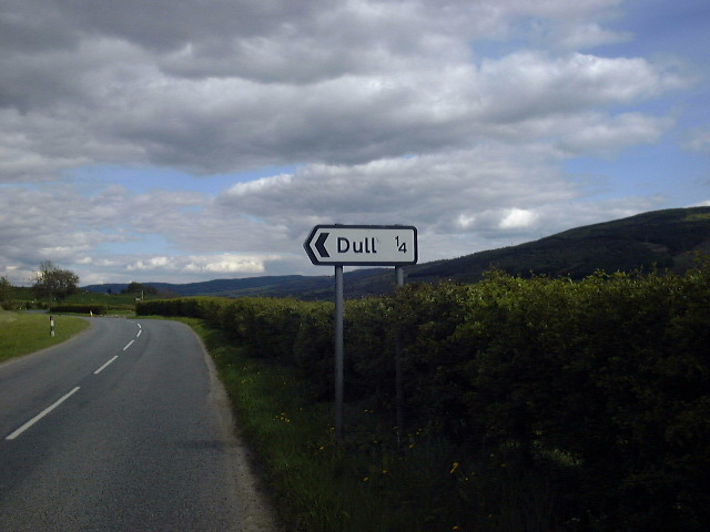 Signpost to the village of Dull