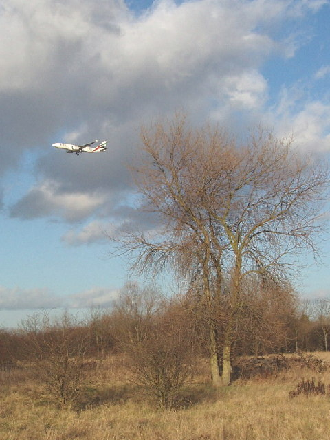Hounslow Heath - airliner descending to Heathrow
