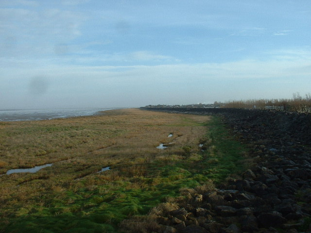 Sea wall and shoreline near Knott End