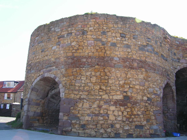 Lime kiln, Beadnell Bay