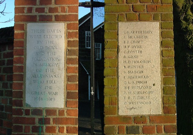 War memorial to ex-pupils of Thomas Alleynes School.