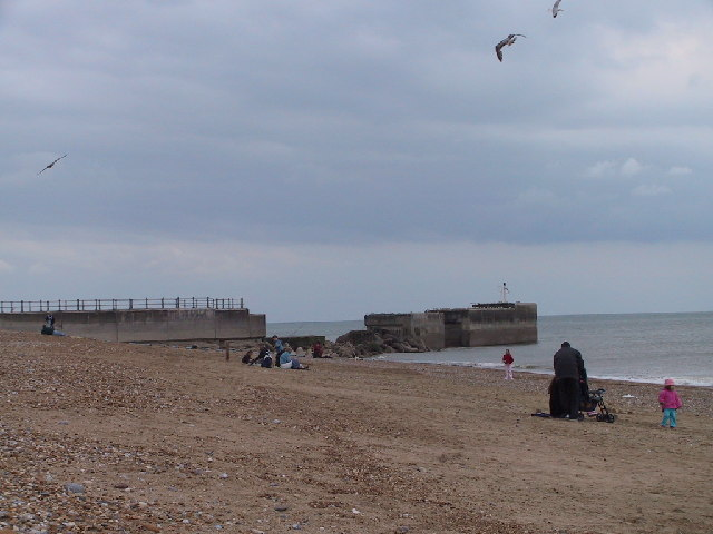 Hastings Beach & Harbour Wall