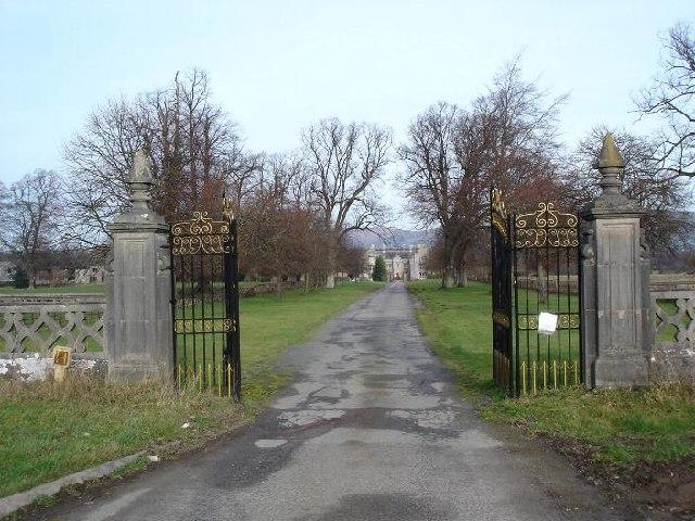 Llanrhaeadr Hall and gates