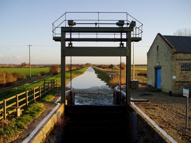 Lock gate at the end of Swaffham Bulbeck Lode