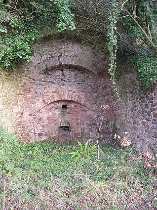 Old lime kiln, Higher Vellow