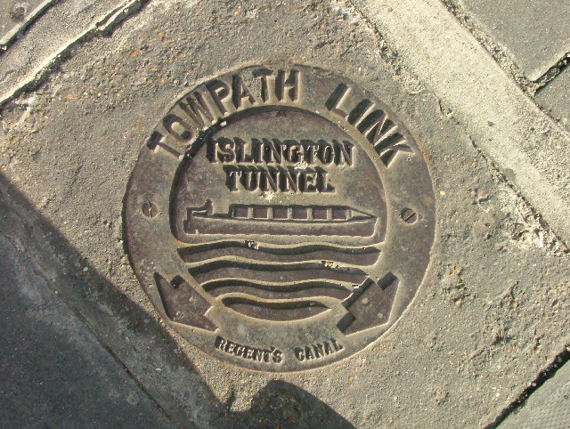 Towpath Link signpost - Islington Tunnel.